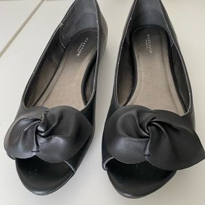 Kenneth Cole Reaction Black Leather Peep Tor Flats